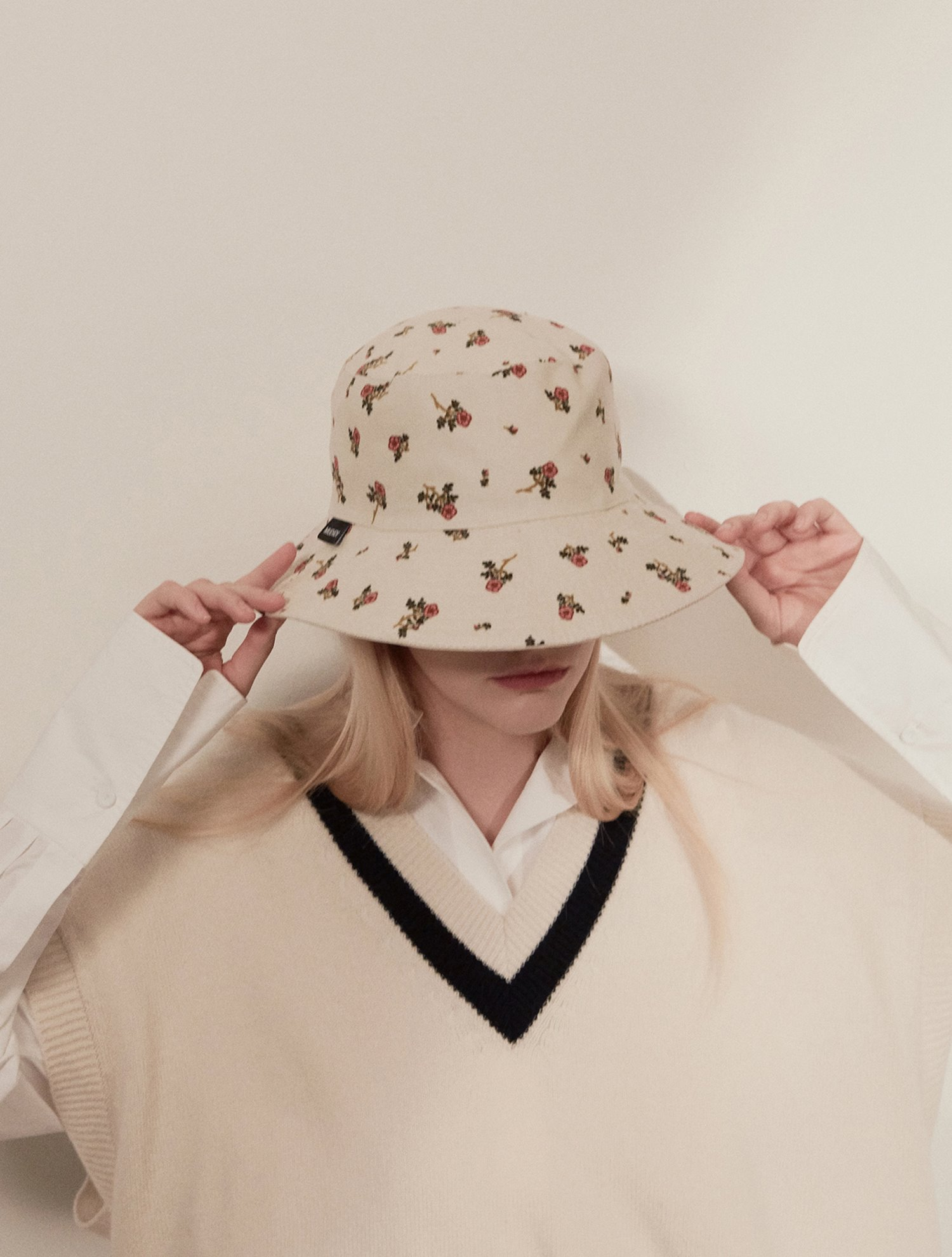 Reversible flower bucket hat 005 Ivory